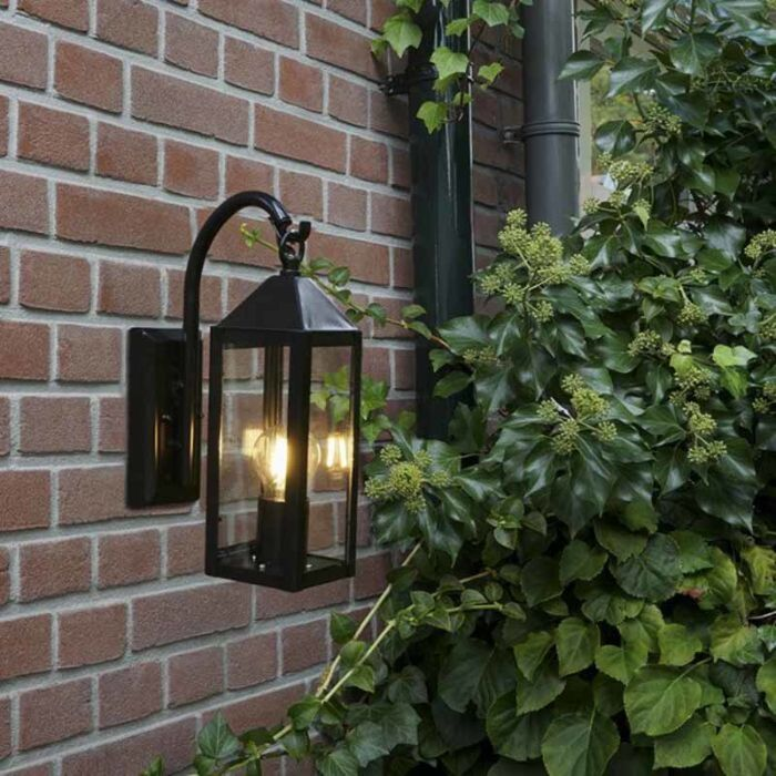 Vidiecke-vonkajšie-nástenné-svietidlo-čierne-IP44---Bussum