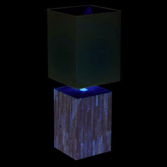 Perlová-stolová-lampa-s-bielym-tienidlom