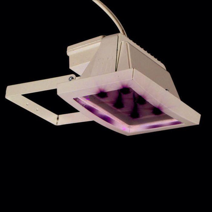 LED-reflektor-čierny